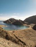 Acqua del Mar Rosso e montagne di Sinai immagine stock