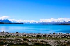 Acqua del turchese in lago Pukaki con il cuoco Background del supporto fotografie stock