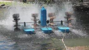 Acqua dell'aeratore stock footage