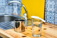 Acqua della cucina del lavandino Fotografia Stock