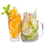 Acqua della disintossicazione con il kiwi, il limone e la mela rossa Immagine Stock Libera da Diritti