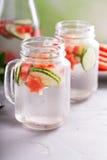 Acqua della disintossicazione del cetriolo e dell'anguria Immagini Stock