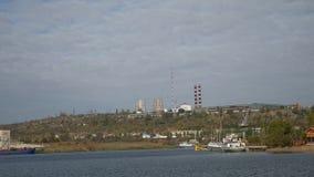 Acqua della nave delle onde dell'avvolgimento della chiatta della spiaggia della baia video d archivio