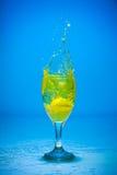 Acqua della spruzzata in un vetro Fotografia Stock