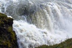 acqua di caduta in cascata di Gullfoss in Islanda Fotografia Stock
