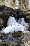 Acqua di caduta congelata Fotografie Stock Libere da Diritti