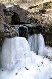 Acqua di caduta congelata Fotografie Stock