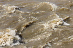 Acqua di fiume infuriante dell'inondazione Immagine Stock