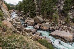 Acqua di fiume precipitante della corrente attraverso un canyon Colorado da undici miglia Fotografia Stock