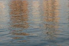 Acqua di galleggiamento nella vista di tramonto Fotografia Stock Libera da Diritti