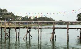acqua di legno dell'incrocio del ponte Immagine Stock