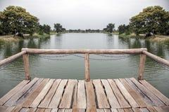 acqua di legno dell'incrocio del ponte Immagine Stock Libera da Diritti