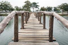acqua di legno dell'incrocio del ponte Fotografia Stock Libera da Diritti