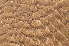 Acqua di mare e struttura della sabbia Fotografie Stock