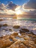 Acqua di mare fra la pietra Fotografia Stock Libera da Diritti