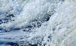 Acqua di mare nel moto come fondo fotografia stock