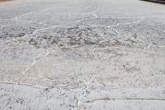 Acqua di mare su sporcizia nell'azienda agricola del sale Fotografia Stock Libera da Diritti