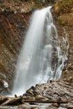 Acqua di ruscello dell'alta montagna Immagini Stock