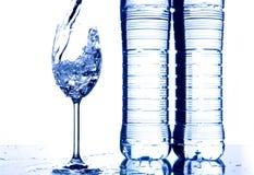 Acqua di versamento Fotografia Stock Libera da Diritti