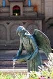 Acqua di versamento di angelo del dio Immagini Stock