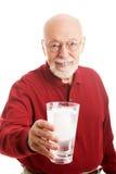 Acqua di vetro dell'uomo senior Fotografia Stock Libera da Diritti