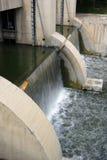 Acqua e diga Fotografie Stock Libere da Diritti