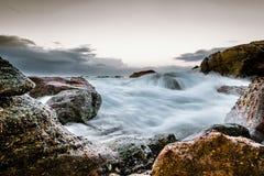 Acqua e nuvole precipitanti in Laguna Beach, CA Immagine Stock Libera da Diritti