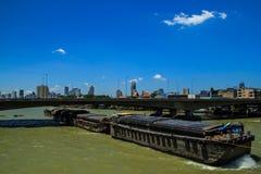 Acqua e ponte del bus di trasporto Fotografia Stock