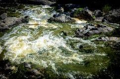 Acqua e rocce Fotografie Stock Libere da Diritti