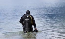 Acqua entrante dell'operatore subacqueo Immagine Stock Libera da Diritti