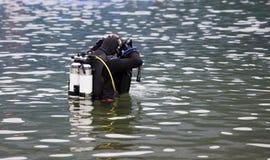 Acqua entrante dell'operatore subacqueo Fotografia Stock Libera da Diritti