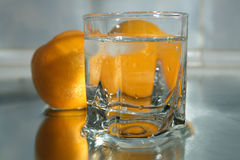 Acqua fredda ed aranci Immagine Stock Libera da Diritti