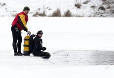 Acqua ghiacciata dell'operatore subacqueo Fotografia Stock Libera da Diritti