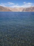 Acqua libera in montagne dell'Himalaya Immagine Stock