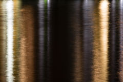 Acqua luccicante in oro, nero ed argento (principalmente oro) Immagini Stock
