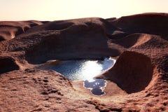 Acqua in montagne del deserto fotografie stock libere da diritti