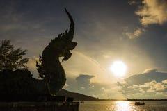 Acqua a monte dello spruzzo della statua di Naka Fotografie Stock