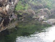 Acqua nel lago di pietra fotografia stock