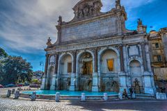 ` Acqua Paola Fontana-engen Tals in Rom Stockbilder