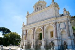 Acqua Paola Fountain, Gianicolo, Rom, Italien Stockbilder