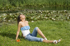 acqua piena di sole del giglio di giorno Immagine Stock