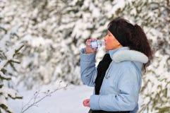 Acqua potabile della donna Immagine Stock