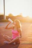 Acqua potabile della donna dell'atleta di forma fisica Immagine Stock Libera da Diritti