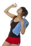 Acqua potabile della giovane donna asiatica Immagini Stock Libere da Diritti