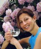 Acqua potabile della ragazza Fotografie Stock Libere da Diritti