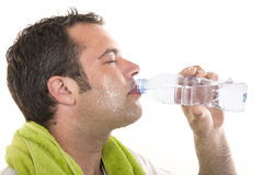 Acqua potabile e sudore dell'uomo Immagini Stock Libere da Diritti
