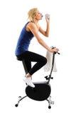 Acqua potabile sulla bici Fotografia Stock