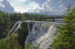 Acqua precipitante a cascata Immagine Stock Libera da Diritti