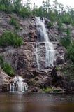 Acqua precipitante a cascata Fotografia Stock Libera da Diritti