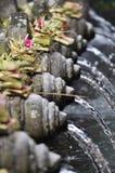 Acqua santa in tempio Bali di Tirta Empul Fotografia Stock